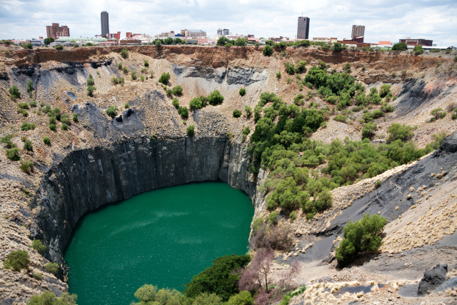 A DeBeers diamond pit in Kimberley, South Africa (Shutterstock)