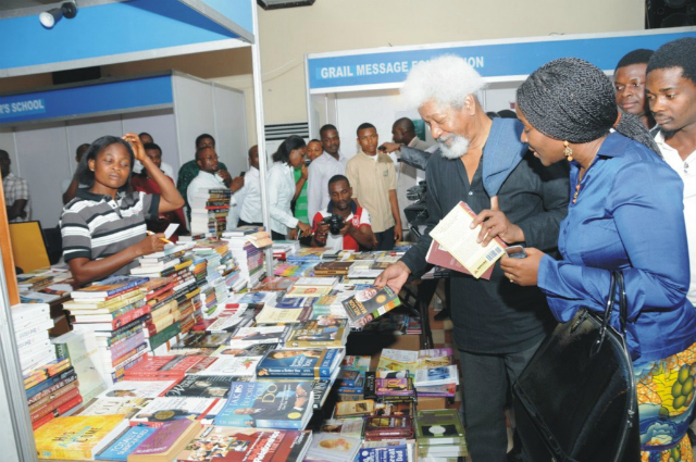 Nobel Laureate Wole Soyinka tours the Garden City Book Fair in 2010 (Courtesy of www.backstageph.com)