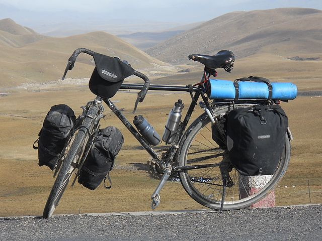 Bicycling (Keithonearth/Wikimedia Commons)