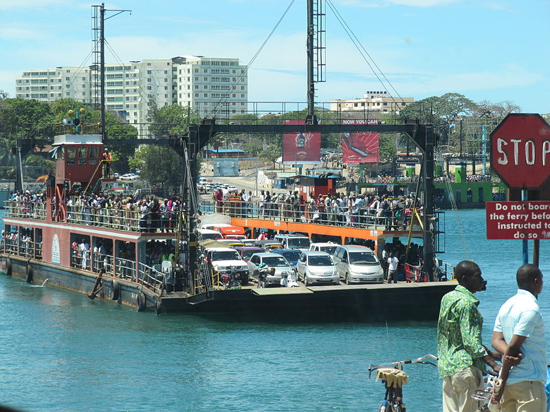 Mombasa Ferry (Daryona/Wikimedia Commons)