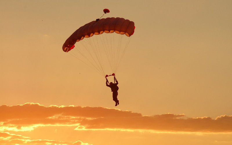 Skydiving (Lachlan Rogers/Flickr)