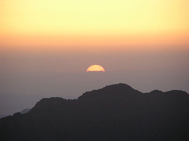 Sunrise on Sinai (Mabdalla/Wikipedia Commons)