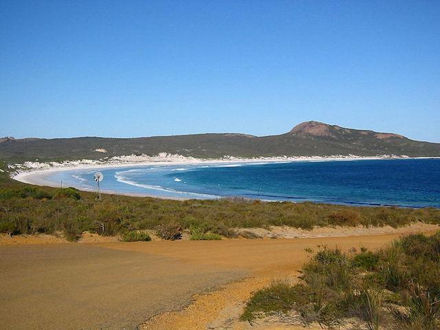 Lucky_Bay_ sandboarding in Austalia
