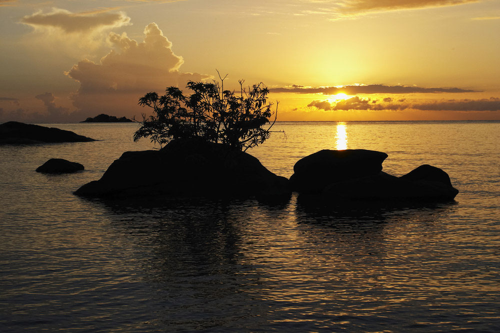 sunrise makuzi beach malawi