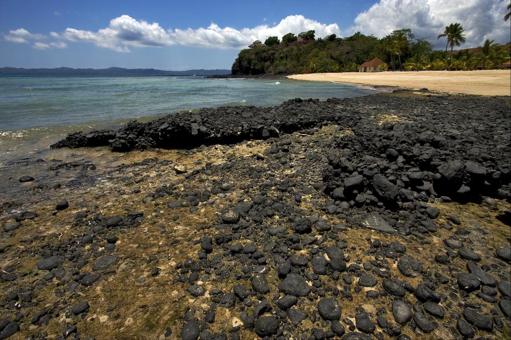 rocky beach nosy be